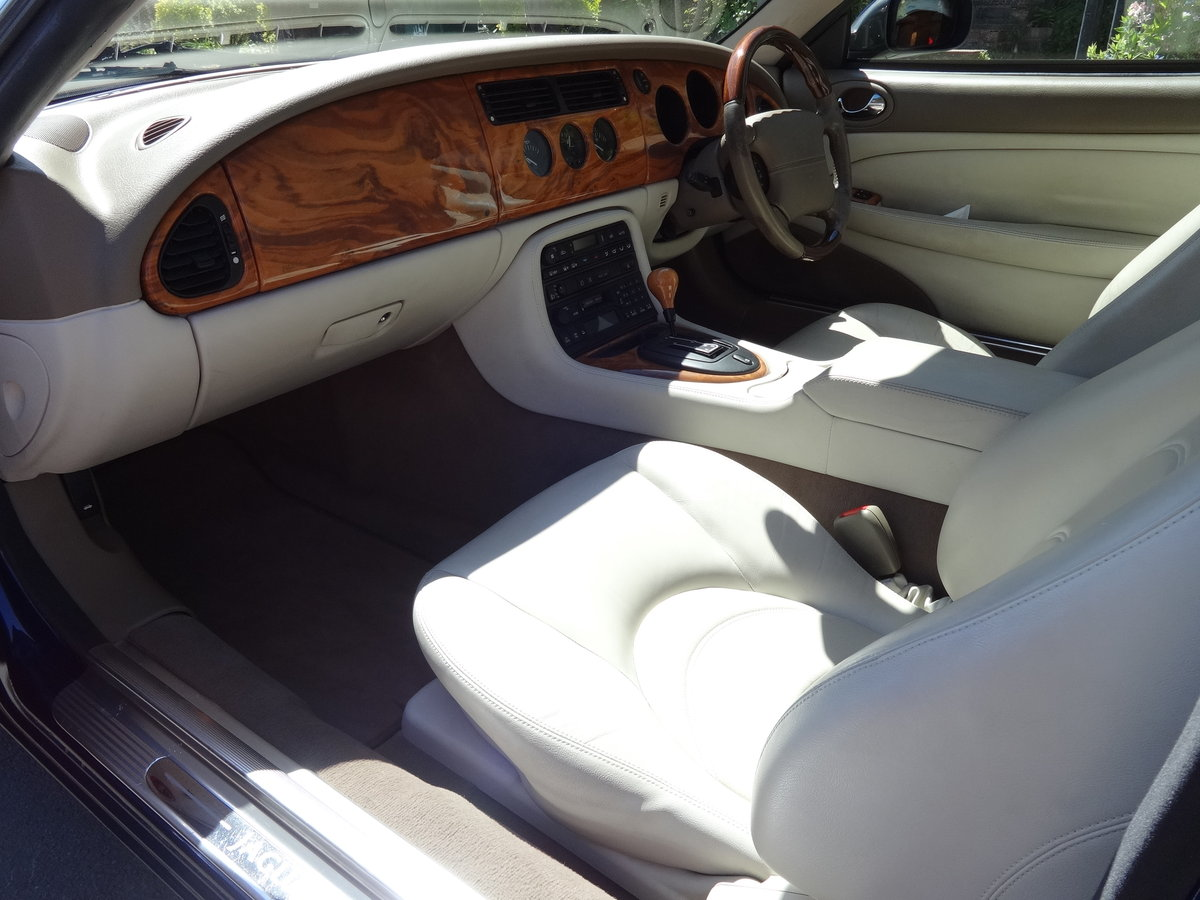 2001 JAGUAR XK8 4.0 V8 COUPE For Sale (picture 5 of 6)