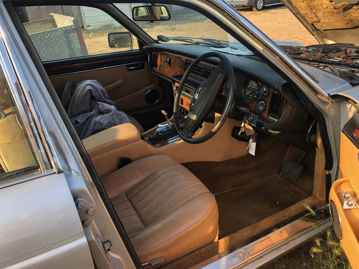 1986 Jaguar XJ12 Spares car - non-Runner For Sale (picture 2 of 6)