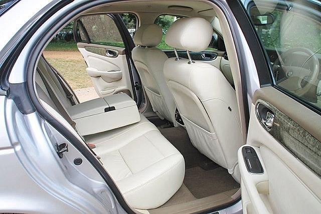 2004 Jaguar XJR (X350) (Just 83,000 Miles) For Sale (picture 4 of 6)