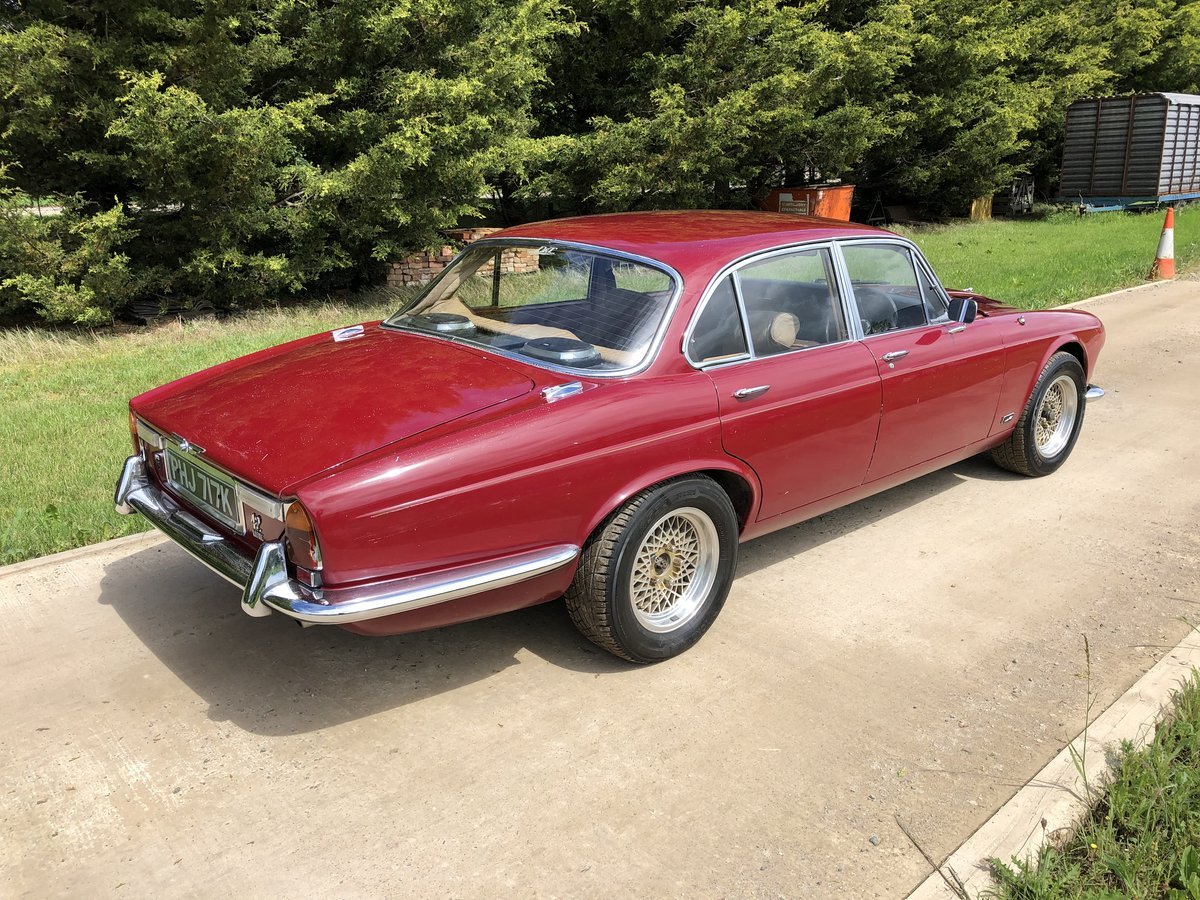 1971 Jaguar XJ6 SWB, 4.2 Manual O/D with triple SU For Sale (picture 2 of 6)