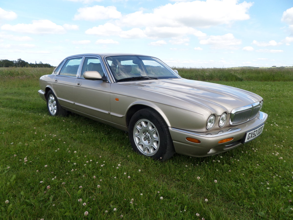Jaguar XJ Executive 3.2 V8 automatic 2002/52. For Sale (picture 1 of 6)