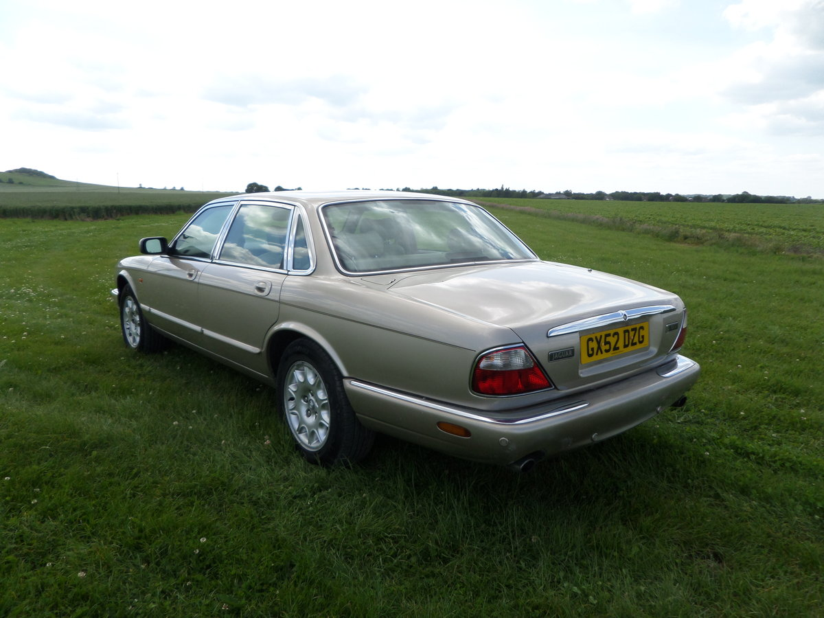 Jaguar XJ Executive 3.2 V8 automatic 2002/52. For Sale (picture 2 of 6)