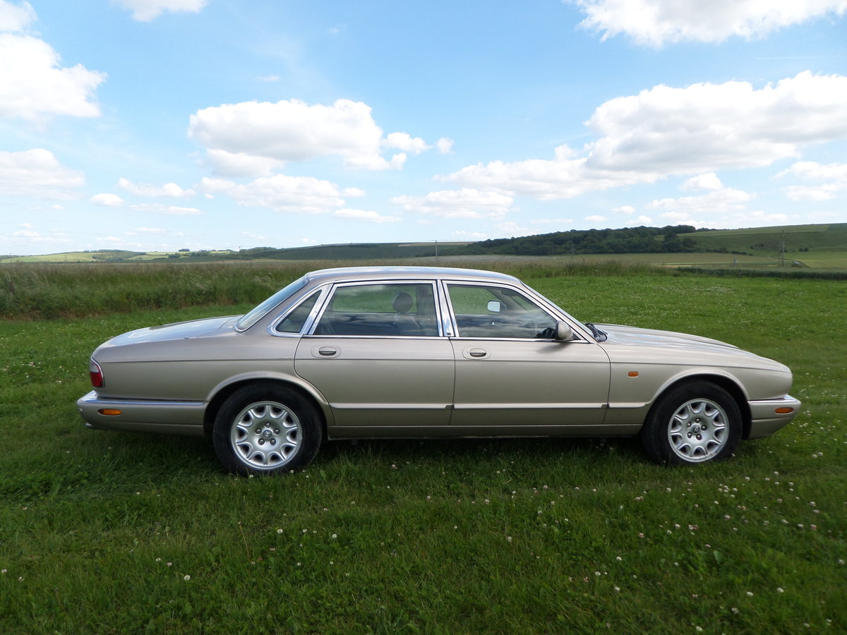 Jaguar XJ Executive 3.2 V8 automatic 2002/52. For Sale (picture 5 of 6)