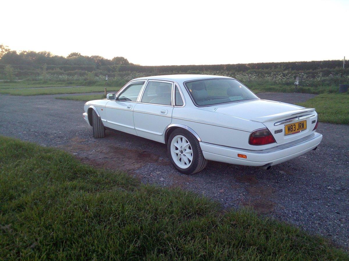 1995 Jaguar X300 XJ6 For Sale (picture 2 of 4)