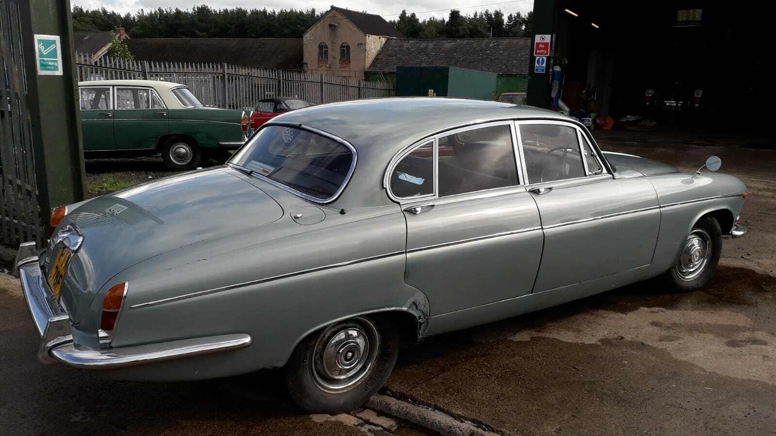 1968 JAGUAR 420 G MK10 TAX & MOT EXEMPT WORTHWHILE PROJECT  SOLD (picture 3 of 6)