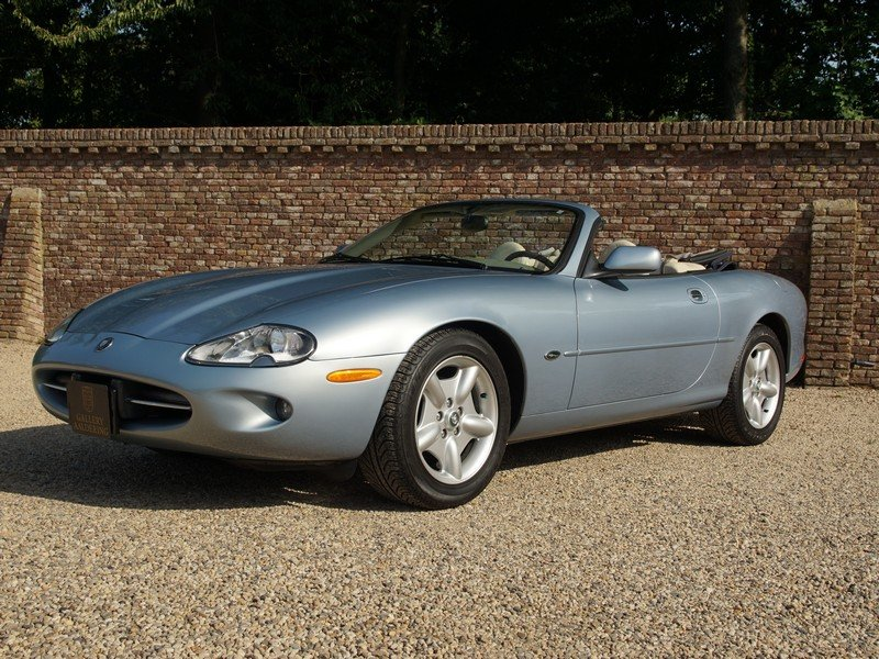 Jaguar XK8 Convertible 36,125 miles from new For Sale (picture 1 of 6)