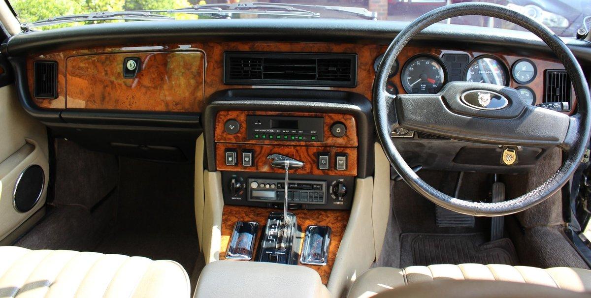 1989 Jaguar XJ12 Sovereign Blue For Sale (picture 6 of 6)