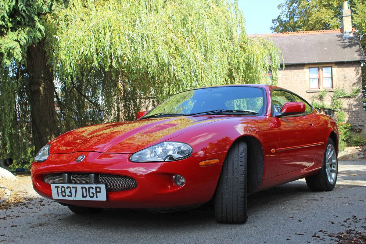 1999 Jaguar XKR 4.0 litre Coupe Price £8000 For Sale (picture 2 of 6)