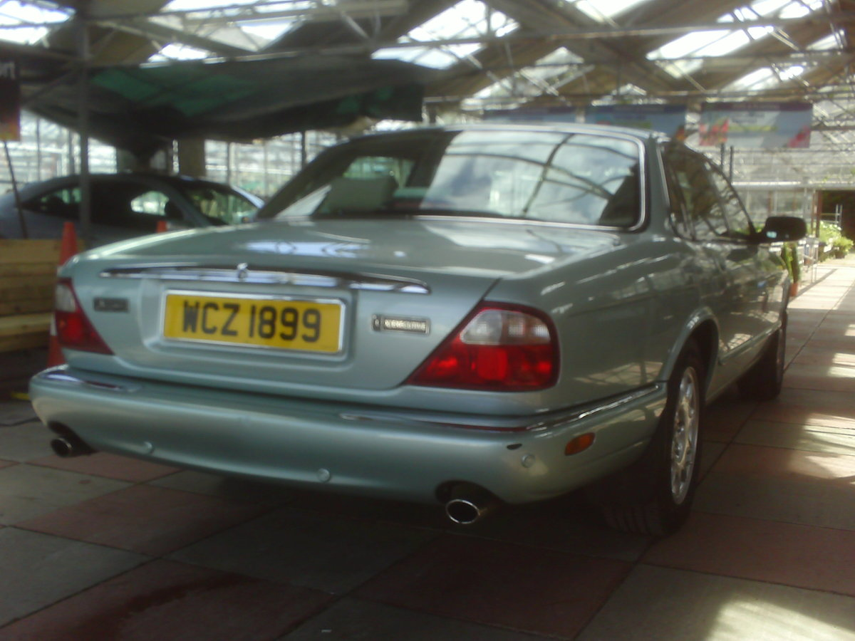 2001 JAGUAR XJ8 STUNNING LOW MILEAGE  SOLD (picture 2 of 6)