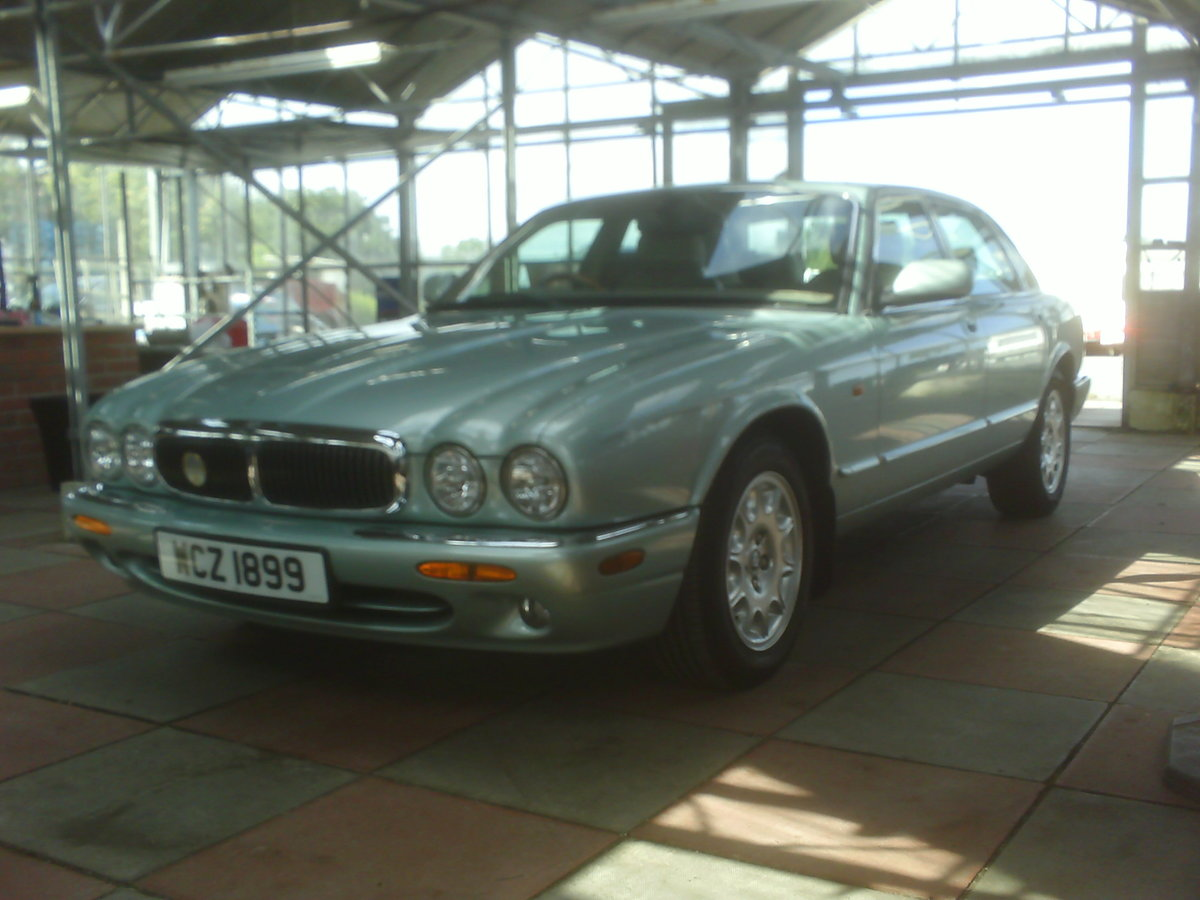 2001 JAGUAR XJ8 STUNNING LOW MILEAGE  SOLD (picture 3 of 6)
