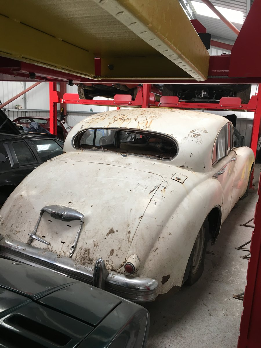 Jaguar V  1954 four door saloon For Sale (picture 2 of 6)
