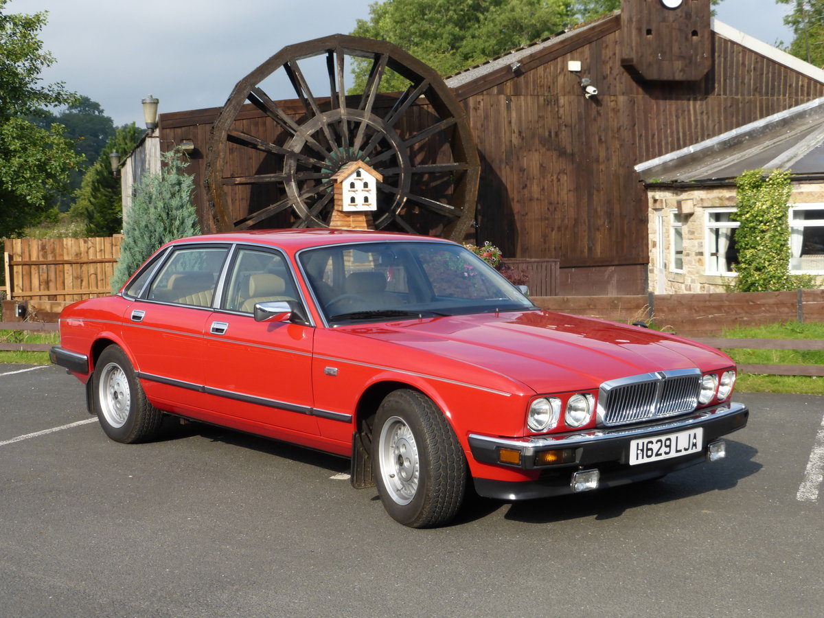 1990 1988 Jaguar XJ40 Museum standard prestine example For Sale (picture 1 of 6)