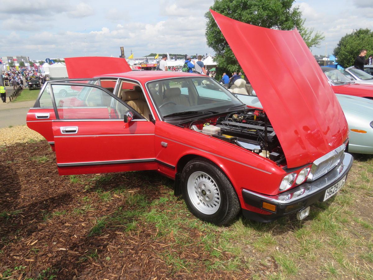 1990 1988 Jaguar XJ40 Museum standard prestine example For Sale (picture 2 of 6)