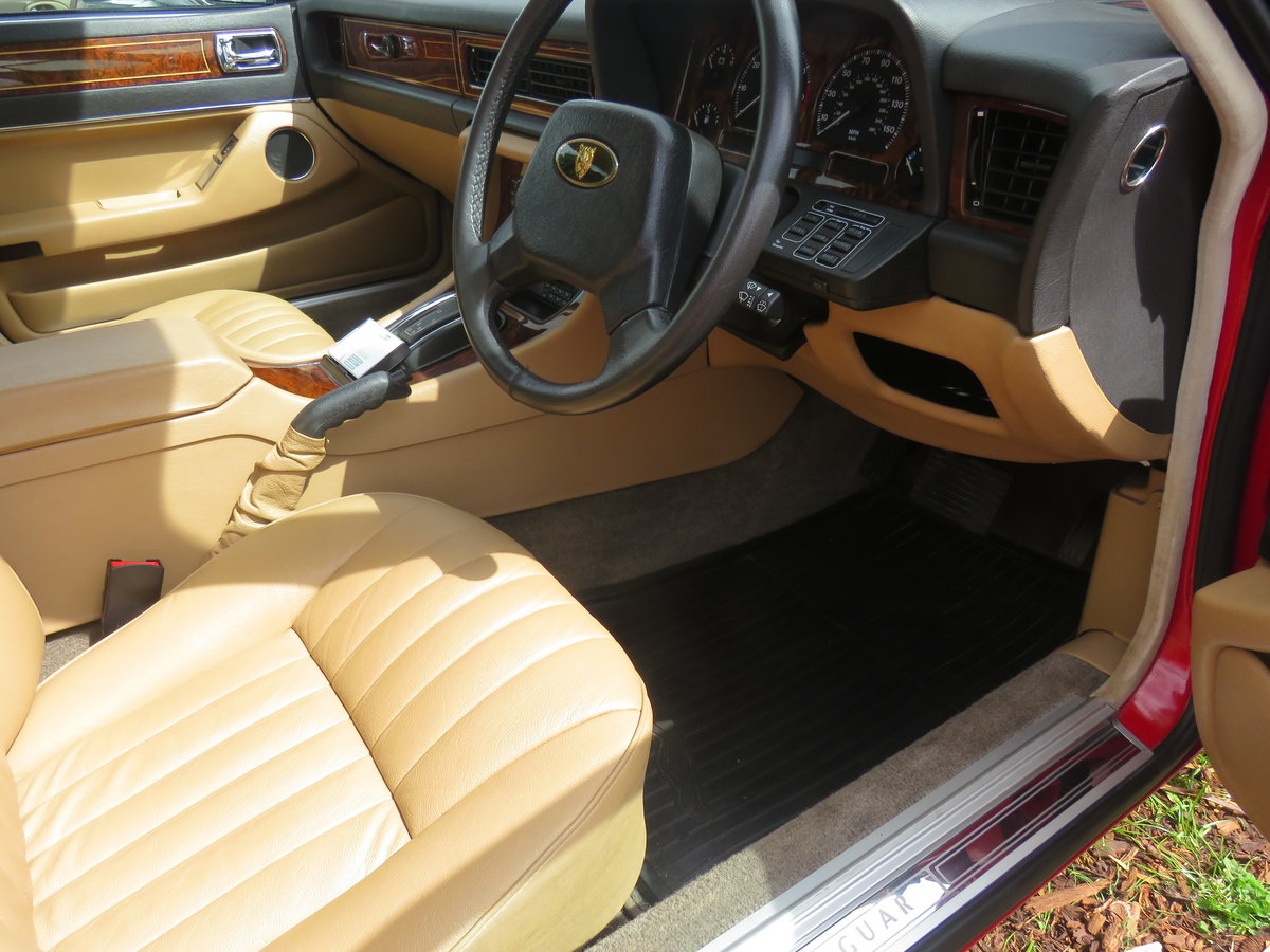 1990 1988 Jaguar XJ40 Museum standard prestine example For Sale (picture 5 of 6)