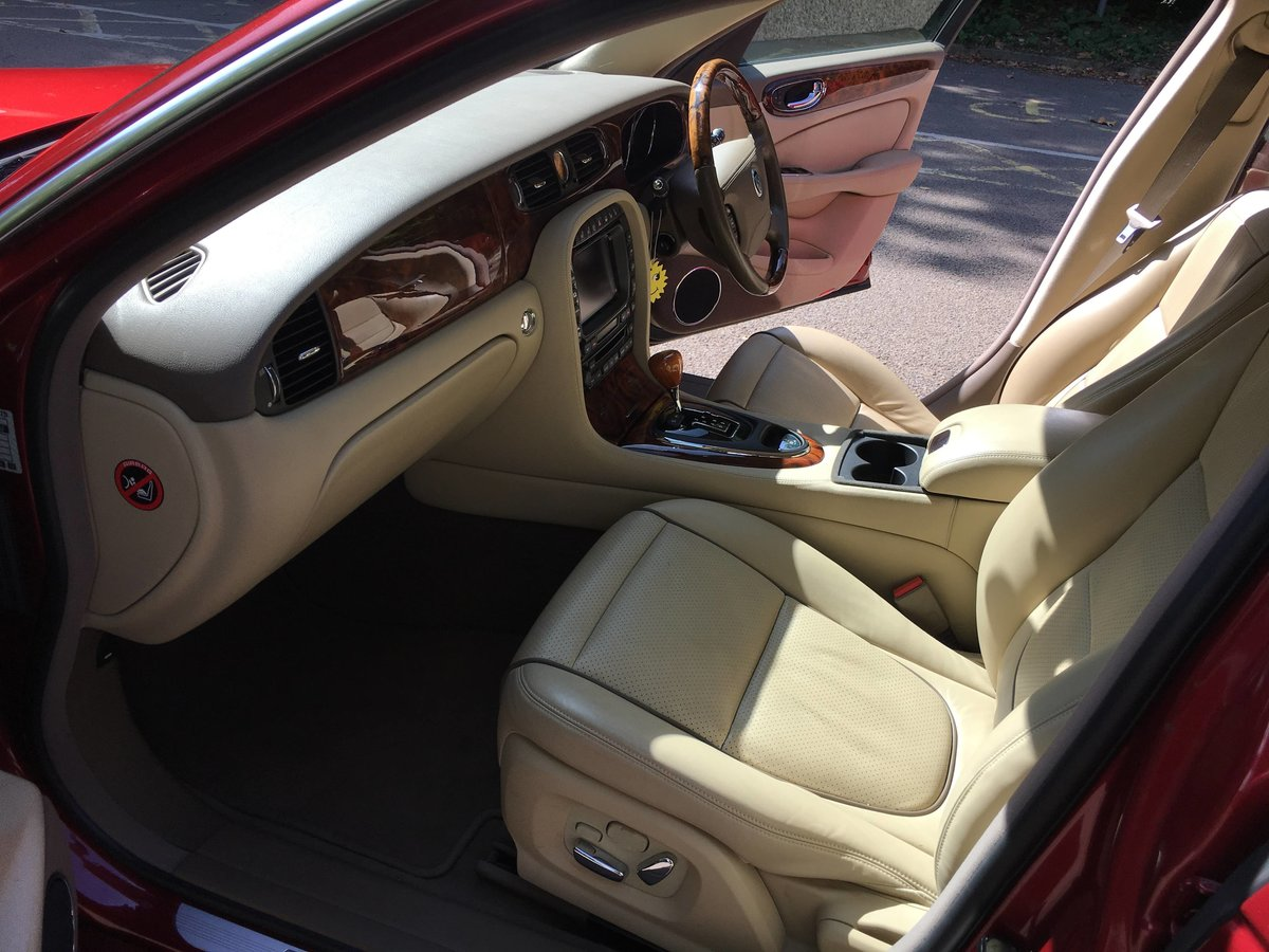 Jaguar Sovereign 4.2 2008 27k FSH like new condition For Sale (picture 4 of 6)