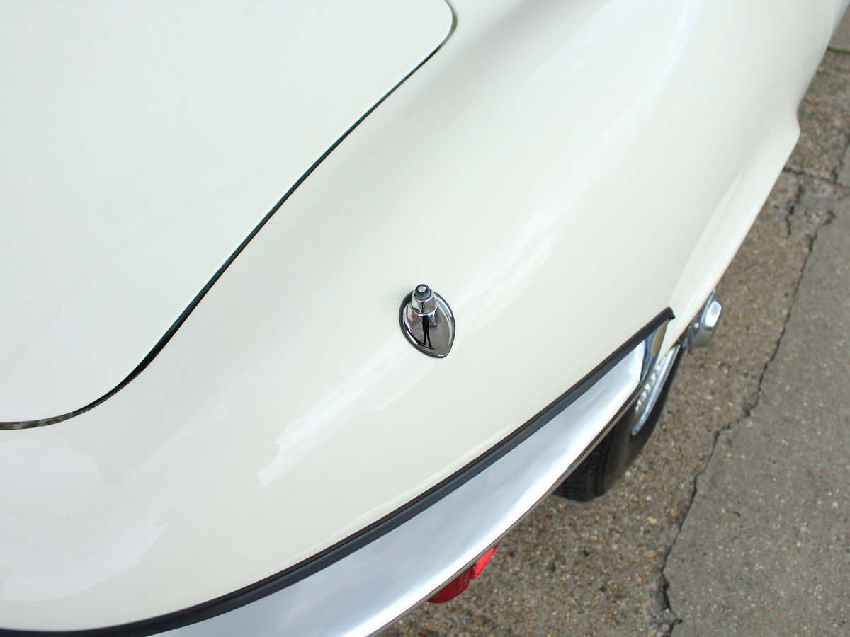 1974 Jaguar E-Type Series 3 V12 Roadster For Sale in London For Sale (picture 12 of 24)