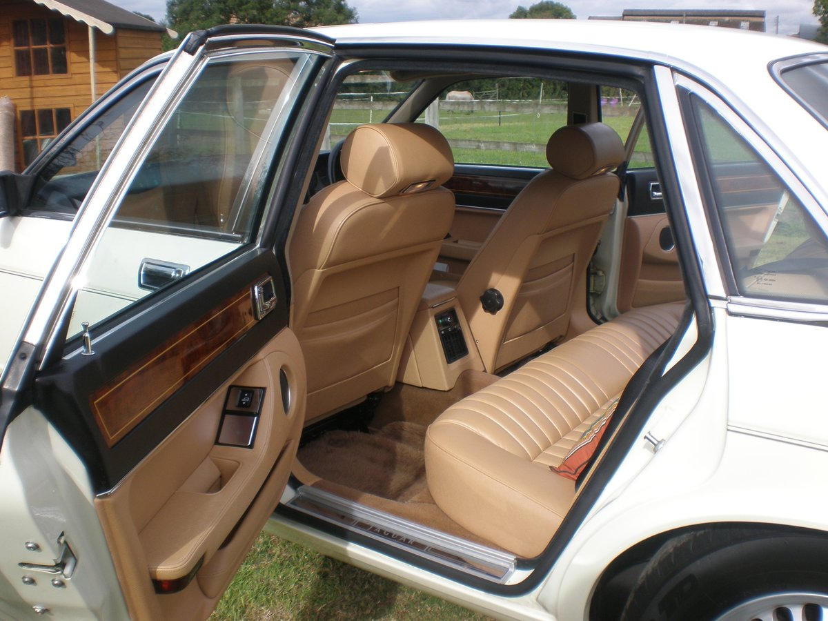 1987 Jaguar XJ40 Sovereign 3.6, 37k miles from new For Sale (picture 3 of 6)