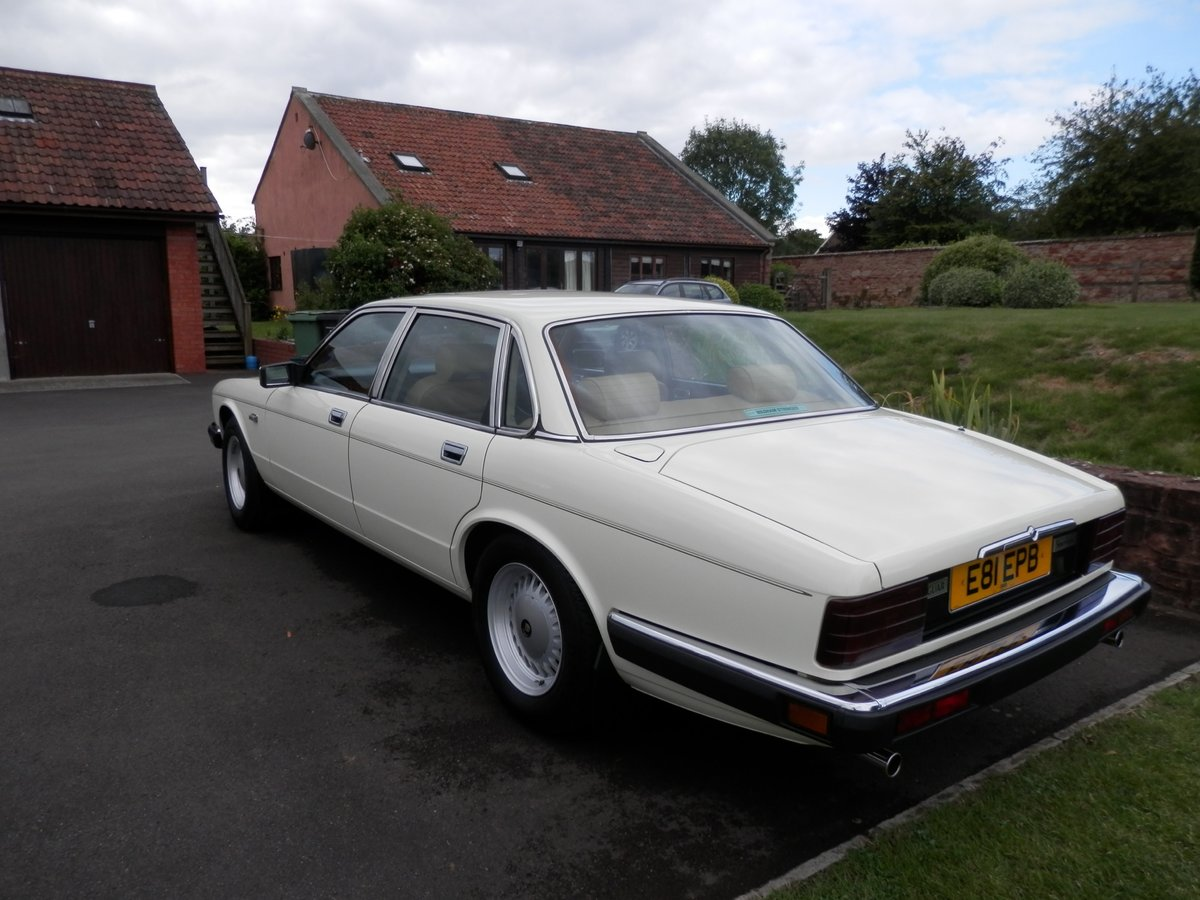 1987 Jaguar XJ40 Sovereign 3.6, 37k miles from new For Sale (picture 6 of 6)
