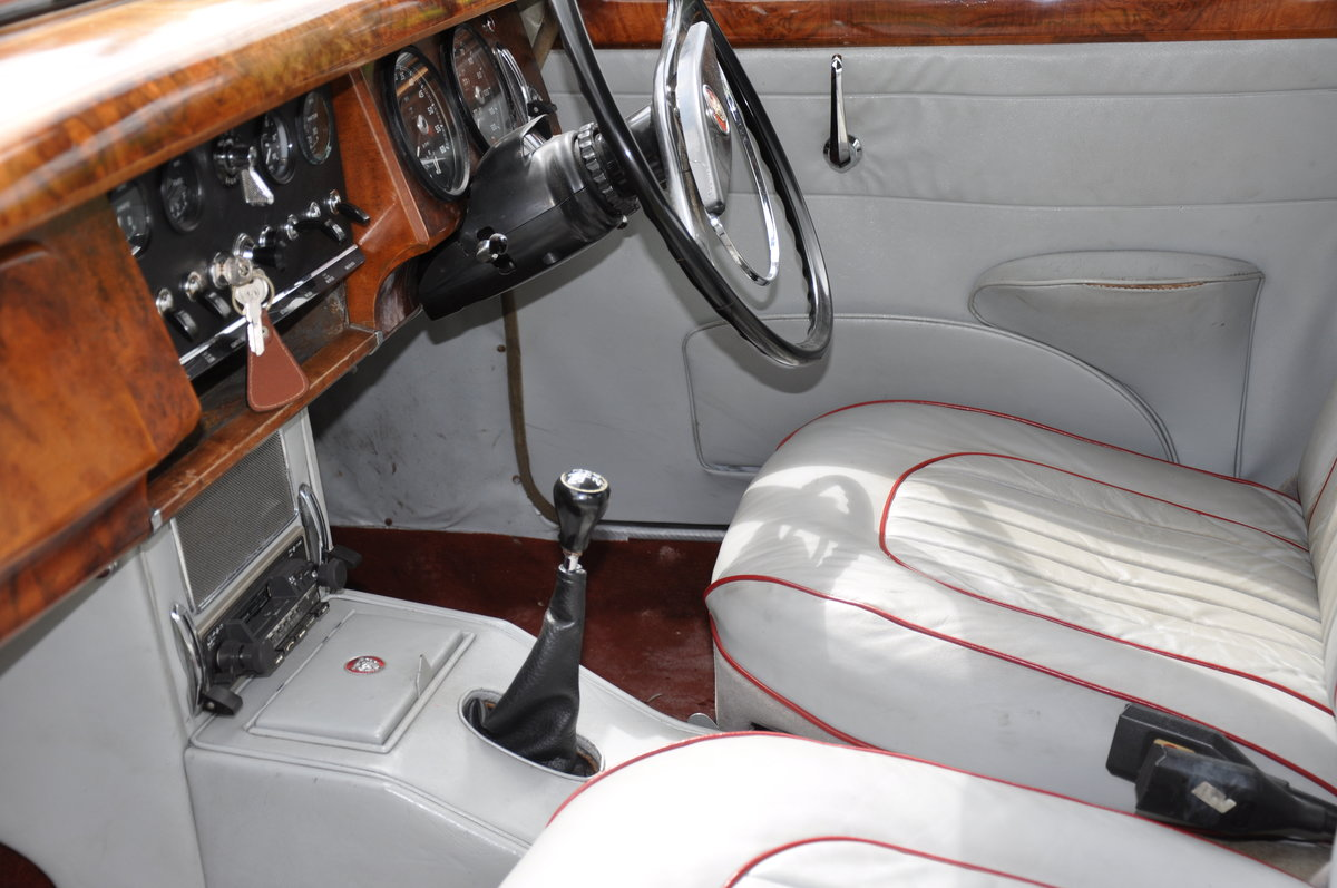 1962 JAGUAR Mk2 RHD 2.4 with Overdrive For Sale (picture 3 of 6)