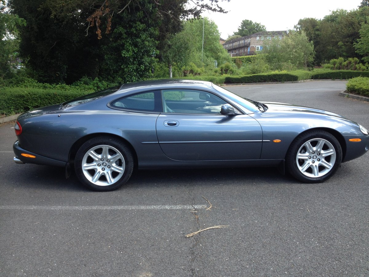 1997 Jaguar XK8 coupe 4.0L in very good condition For Sale (picture 2 of 6)