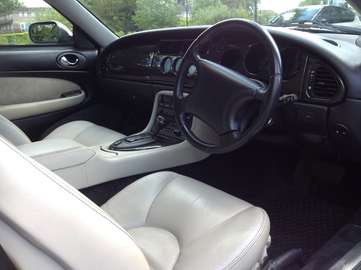 1997 Jaguar XK8 coupe 4.0L in very good condition For Sale (picture 4 of 6)