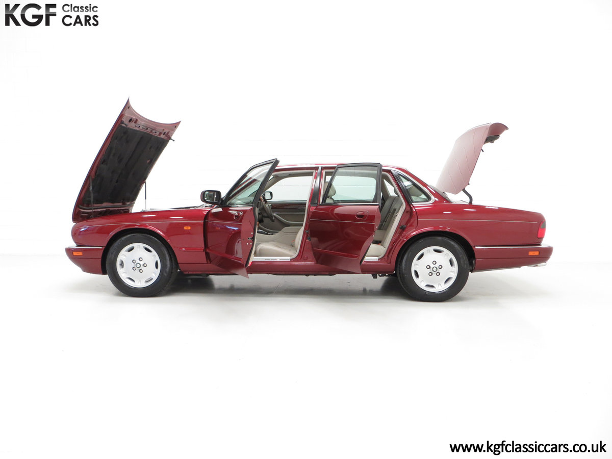 1997 An Opulent Jaguar XJ Executive 3.2 with 25,828 Miles SOLD (picture 3 of 6)