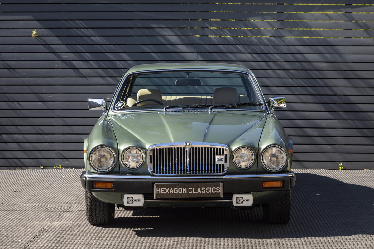 1985 JAGUAR XJ6 4.2 SERIES III, MANUAL ONLY 8200 MILES For Sale (picture 2 of 6)
