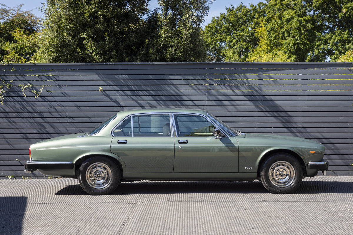 1985 JAGUAR XJ6 4.2 SERIES III, MANUAL ONLY 8200 MILES For Sale (picture 3 of 22)