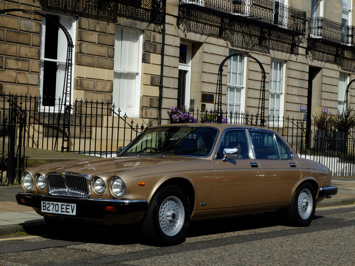 1985 JAGUAR XJ6 4.2 SOVEREIGN - JUST 25K MILES FROM NEW ! For Sale (picture 1 of 6)
