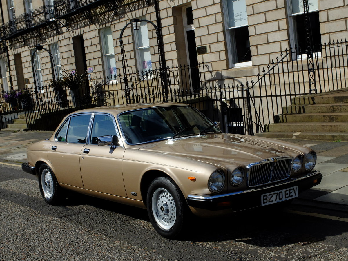 1985 JAGUAR XJ6 4.2 SOVEREIGN - JUST 25K MILES FROM NEW ! For Sale (picture 2 of 6)