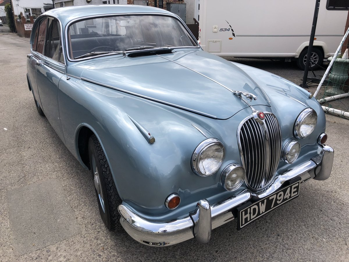 1967 JAGUAR MK2 2.4 Manual Overdrive Estimate £12-15000 For Sale by Auction (picture 2 of 6)