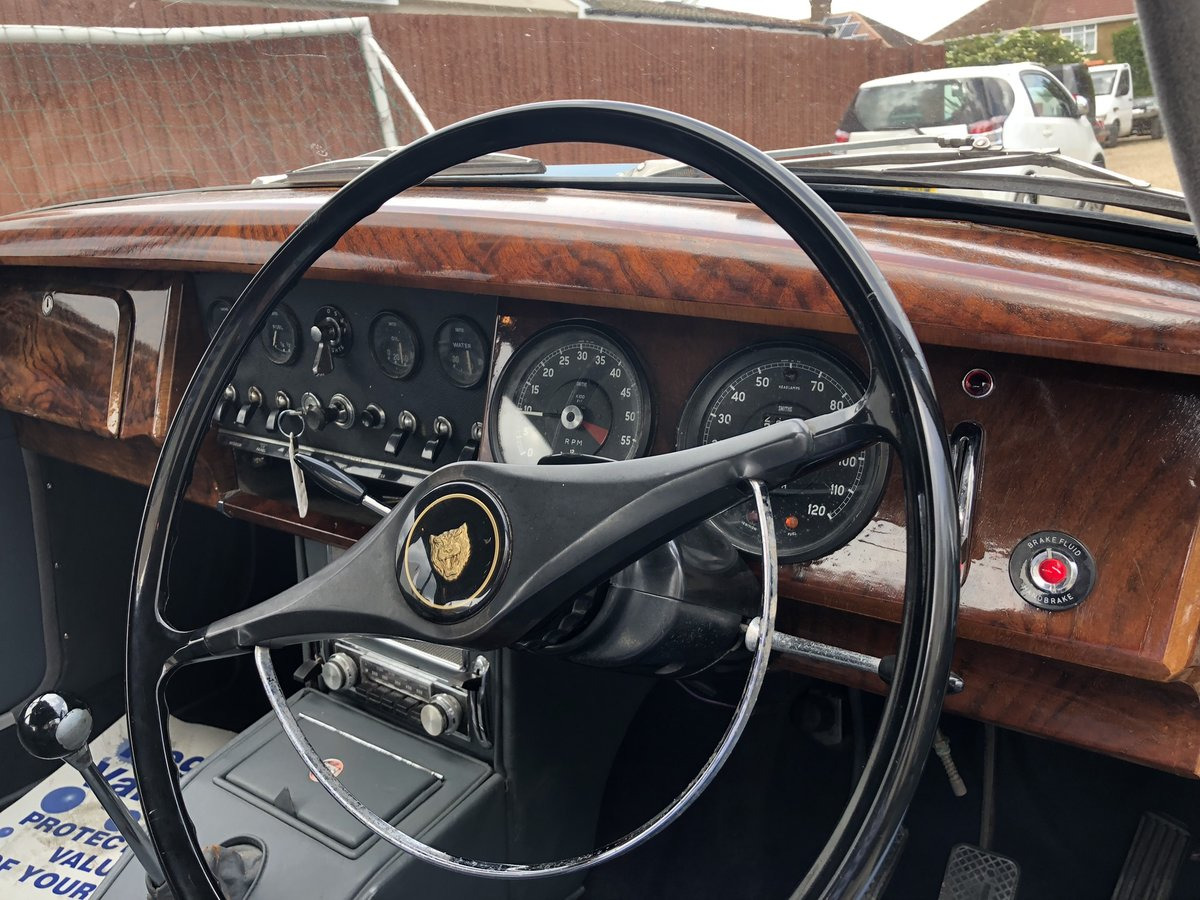 1967 JAGUAR MK2 2.4 Manual Overdrive Estimate £12-15000 For Sale by Auction (picture 4 of 6)