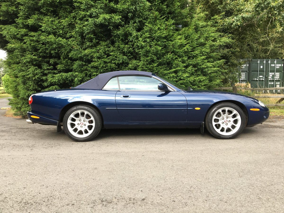 1999 Jaguar XKR Convertible    Lot 808 Estimate £6,000 - £8,000 For Sale by Auction (picture 4 of 6)