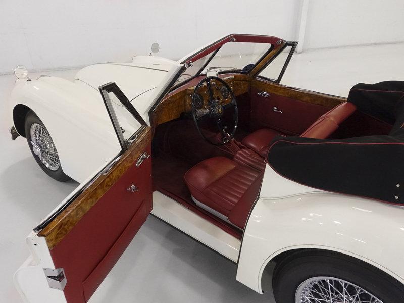 1957 Jaguar XK140 MC Drophead Coupe For Sale (picture 3 of 6)