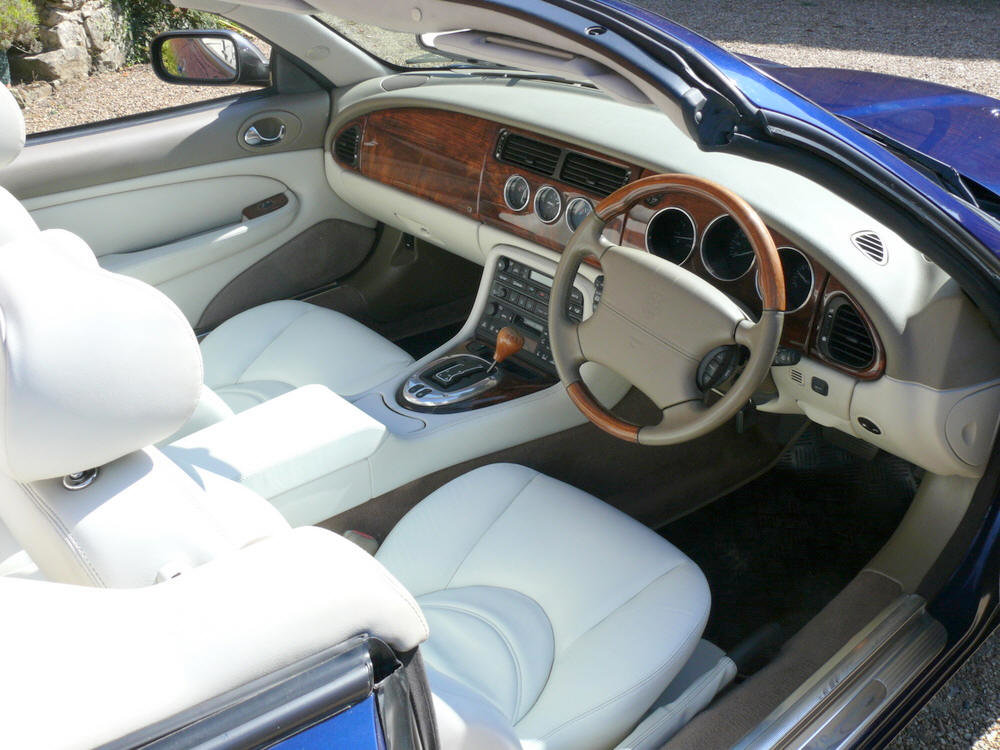 2002 Jaguar XKR Convertible  For Sale (picture 5 of 6)