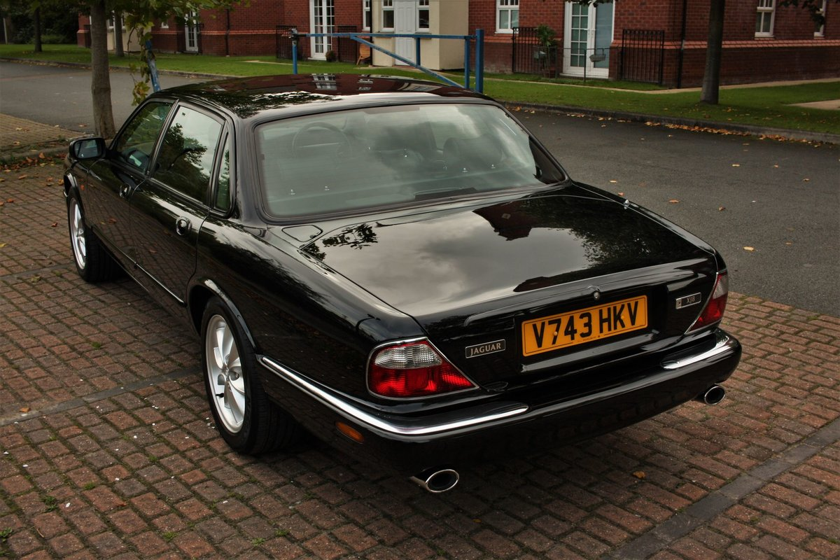 1999 Jaguar XJ8 4.0 - Black - Restored - X308 Jag XJ6 SOLD (picture 2 of 6)