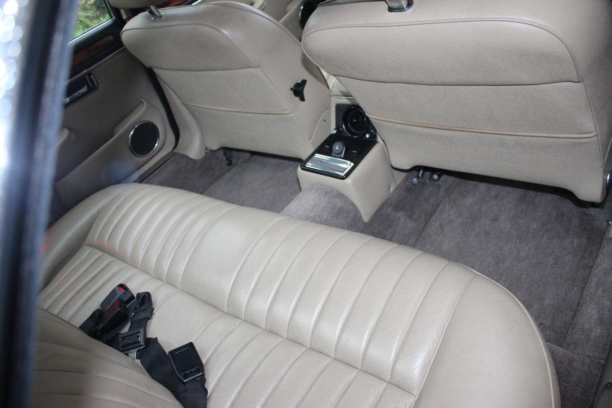 1989 Jaguar XJ12 Sovereign Blue For Sale (picture 2 of 6)