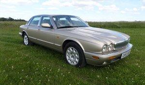2002 Jaguar XJ8 Executive