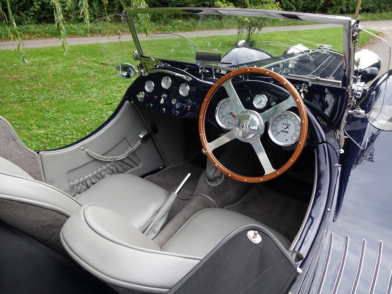 Suffolk Jaguar SS100 4.2 Top specification 6000 miles For Sale (picture 2 of 6)