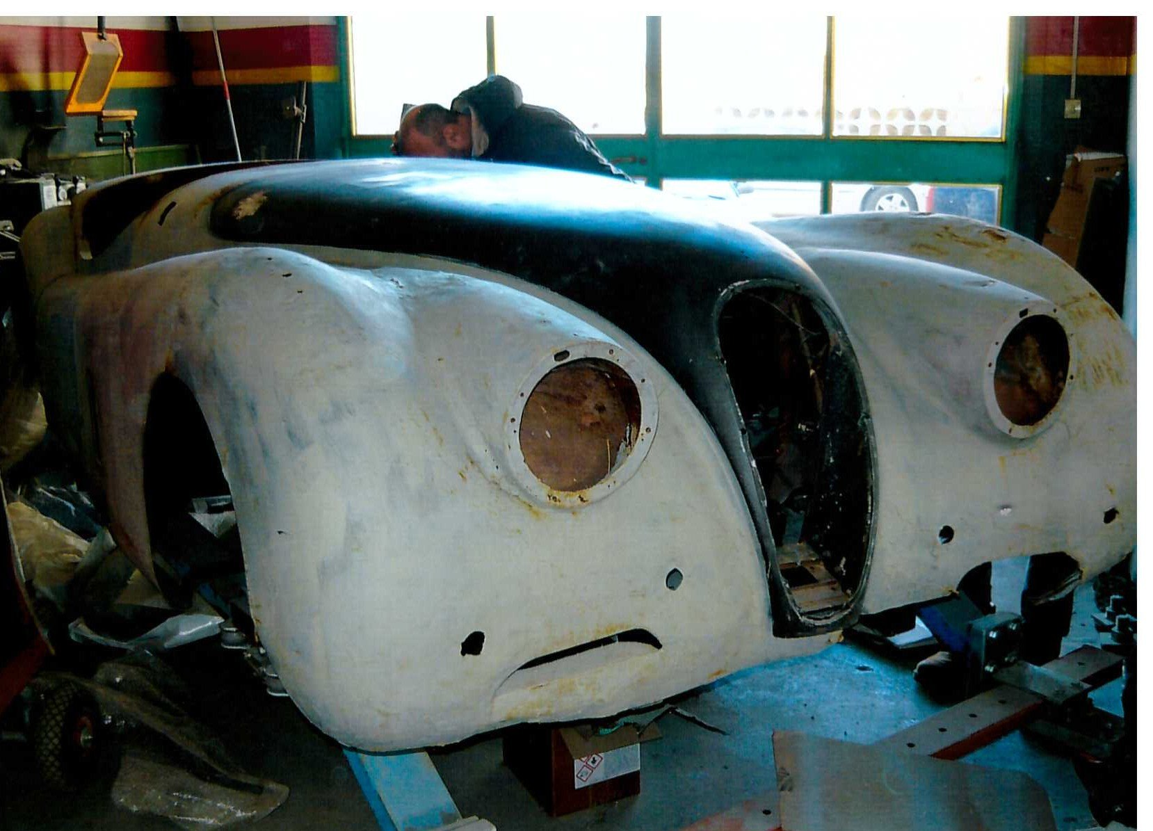 1953 XK 120 road chassis and body For Sale (picture 1 of 6)
