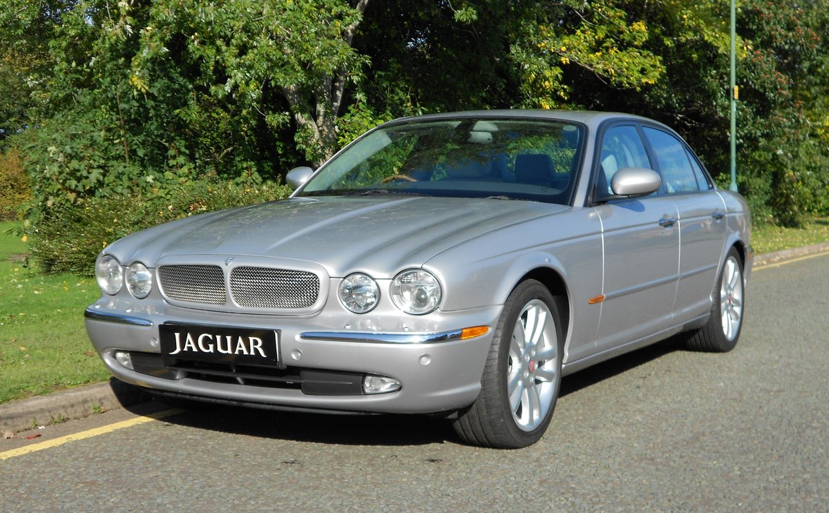 2005 JAGUAR XJR (X350) LOW MILEAGE WITH FSH For Sale (picture 1 of 6)