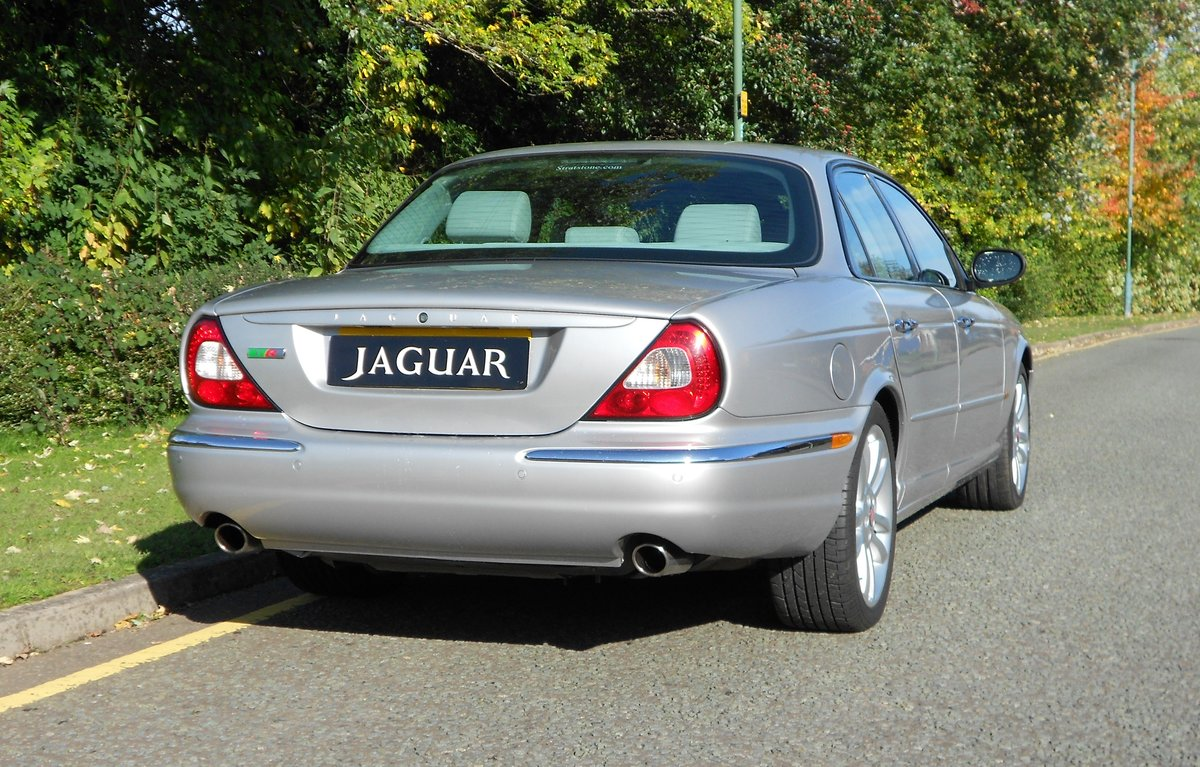 2005 JAGUAR XJR (X350) LOW MILEAGE WITH FSH For Sale (picture 2 of 6)