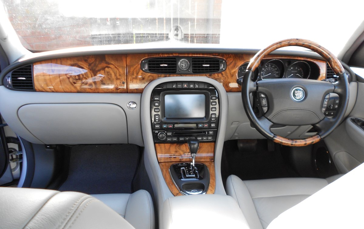 2005 JAGUAR XJR (X350) LOW MILEAGE WITH FSH For Sale (picture 4 of 6)