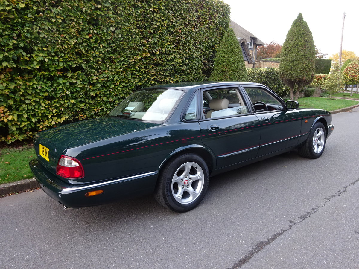 2000 JAGUAR XJ8 4 Ltr  'SPORTS PACK' 19,000 miles only For Sale (picture 3 of 6)