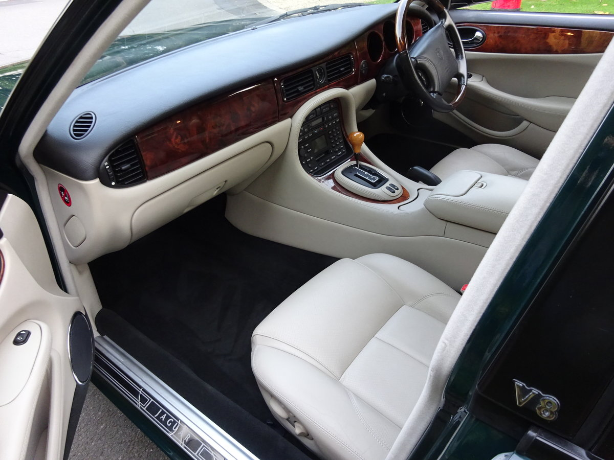 2000 JAGUAR XJ8 4 Ltr  'SPORTS PACK' 19,000 miles only For Sale (picture 5 of 6)