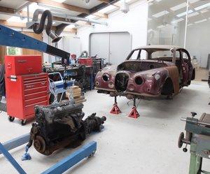 1965 Jaguar Mk2 to break down