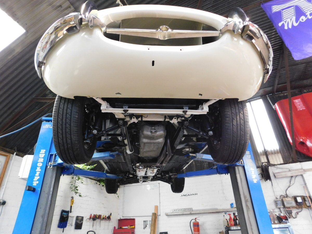 1966 JAGUAR E TYPE SERIES ONE ROADSTER For Sale (picture 6 of 6)