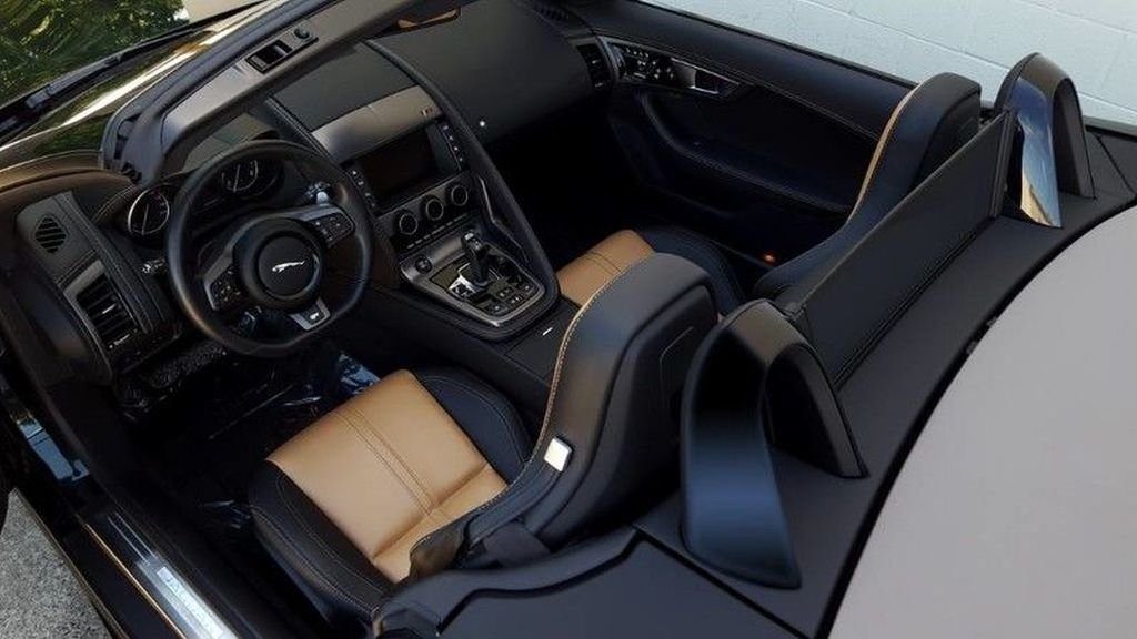 2017 Jaguar F-TYPE R For Sale (picture 6 of 6)