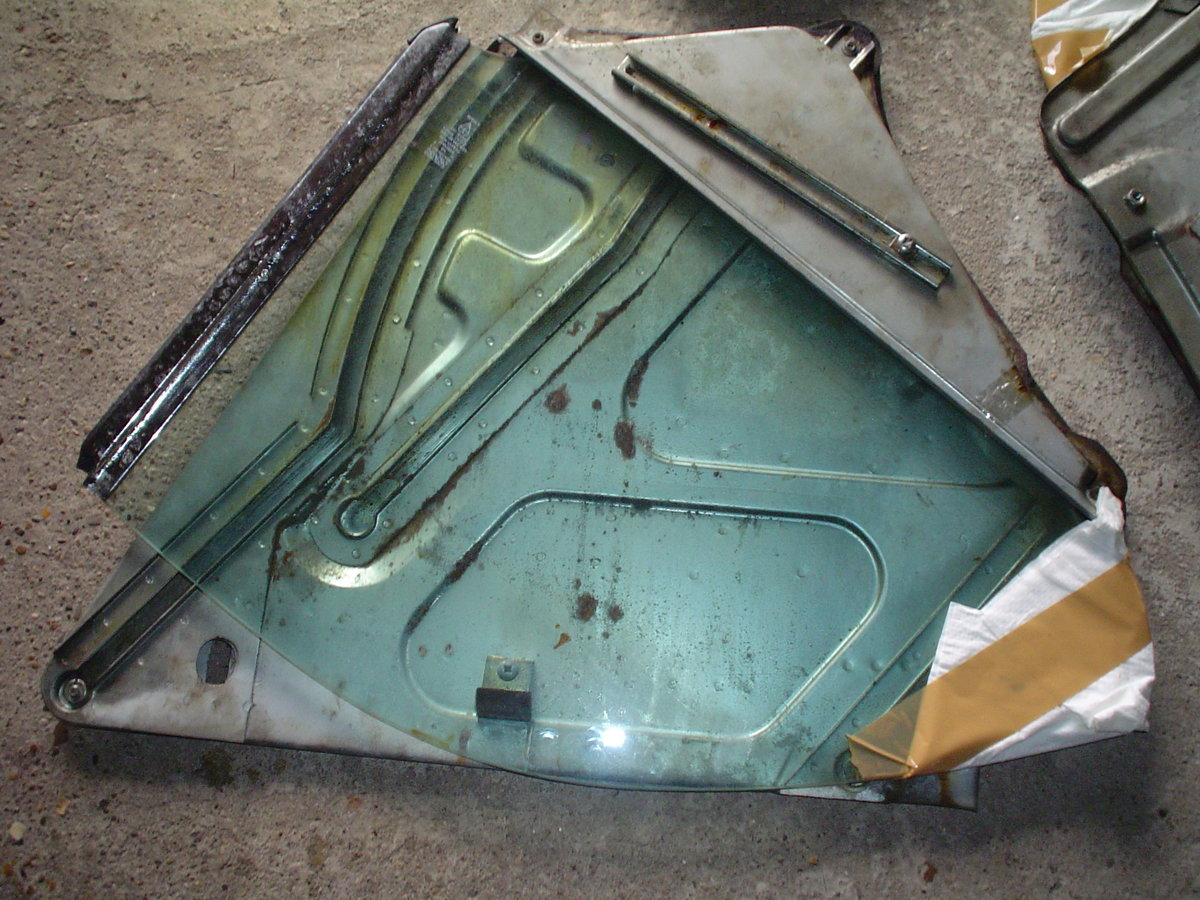 1976 XJ Coup'e Rear Glass Quarters For Sale (picture 5 of 5)