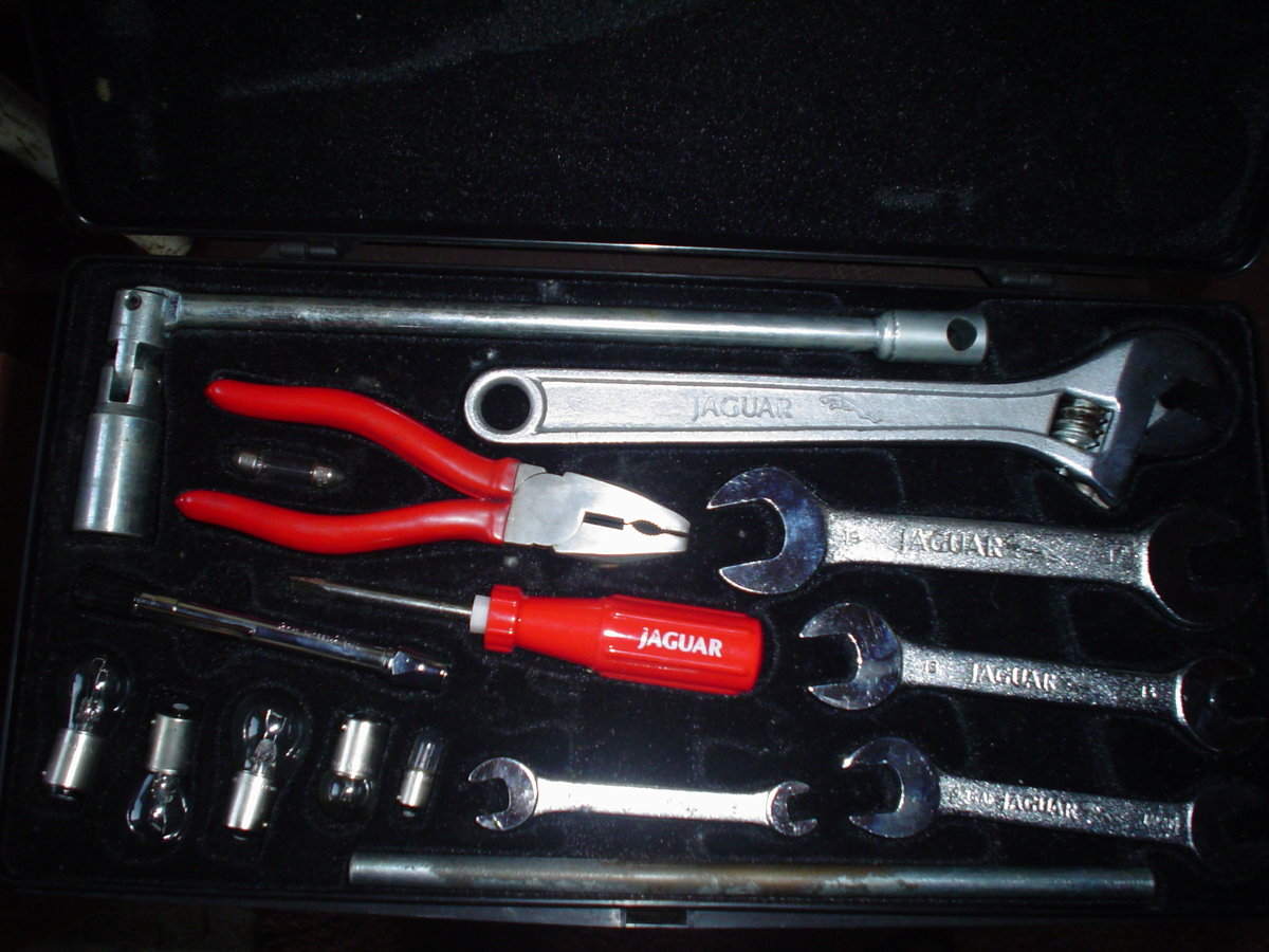 1990 TOOL KIT For Sale (picture 1 of 2)